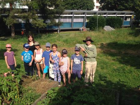 Die Gartenkinder mit Kursleiterin Yasemin Sieber